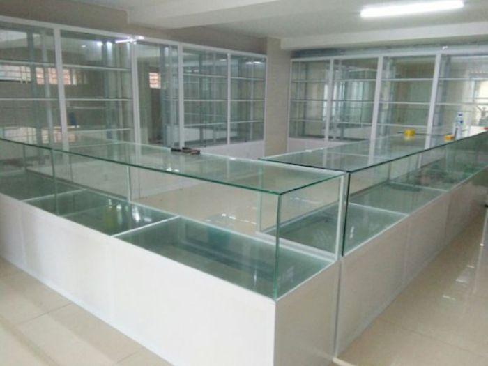 Kích thước tủ kính dựa trên mẫu thiết kế thực tế