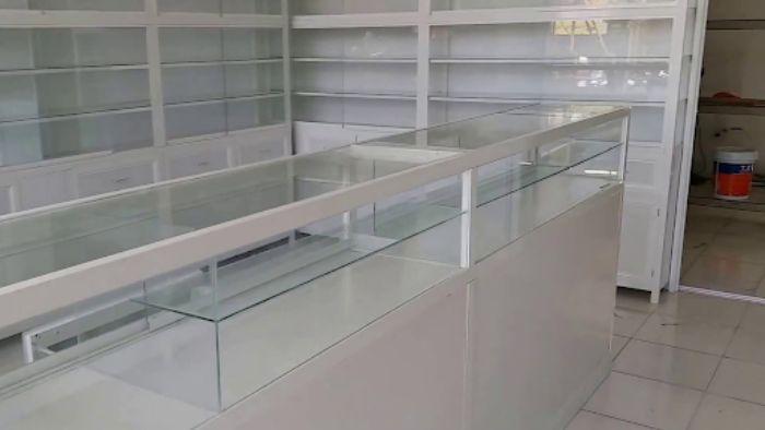 Tủ nằm ngang tiện lợi cho việc lựa chọn thuốc