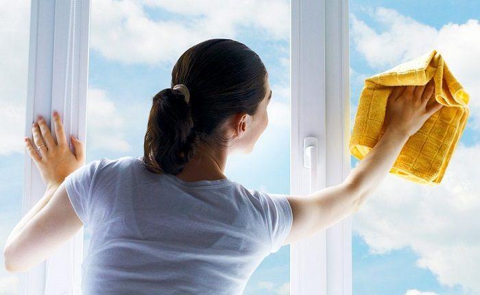 Làm sạch cửa nhôm bị ố vàng