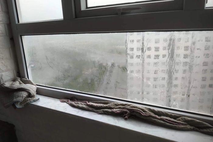 Nước thấm qua cửa sổ khiến nhiều gia đình rơi vào tình cảnh lao đao