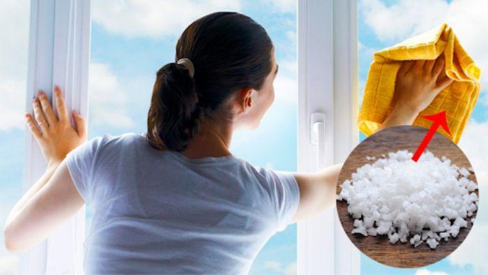 Muối tẩy sạch các vết bẩn bám lâu ngày trên cửa kính