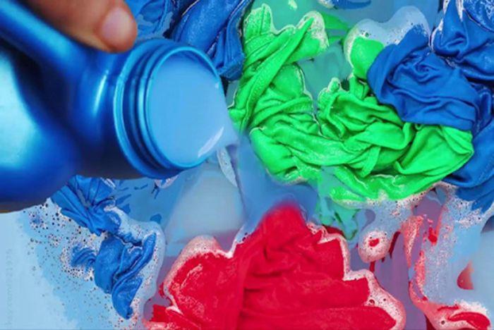 Nước xả vải không chỉ làm sạch vết bẩn hiệu quả mà còn có mùi thơm dễ chịu