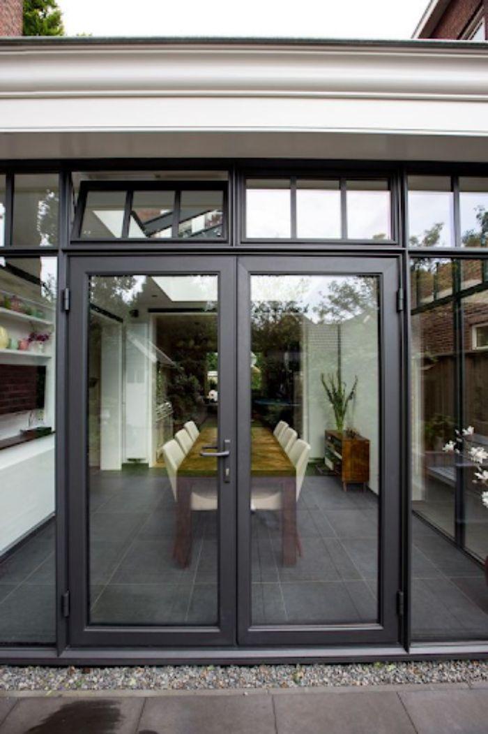 Kính cường lực giúp cửa nhôm kính thêm chắc chắn và an toàn hơn