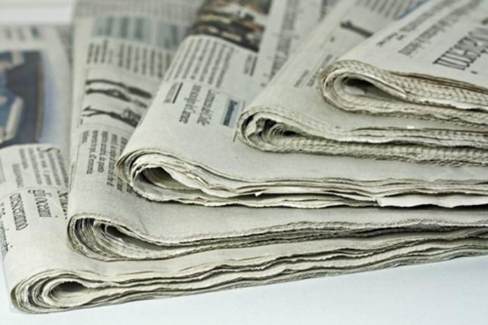 Chỉ với vài tờ giấy báo cũ, bạn có thể xử lý những vết bẩn bám trên mặt kính