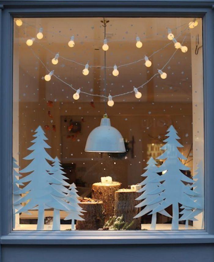 Cây thông Noel bằng bìa Carton dán lên cửa kính