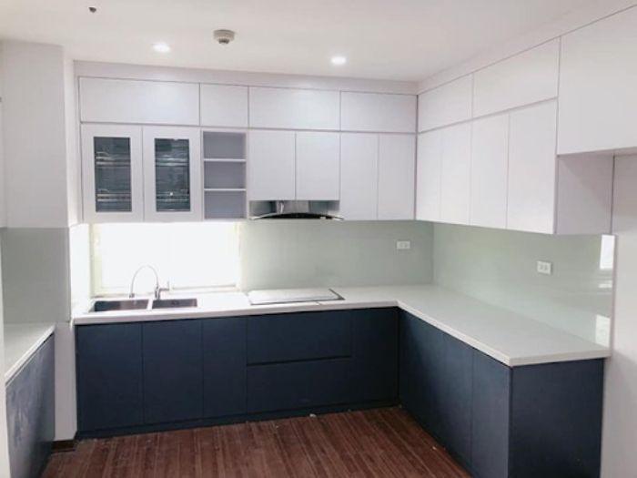 Kính ốp trong bếp màu trắng xanh