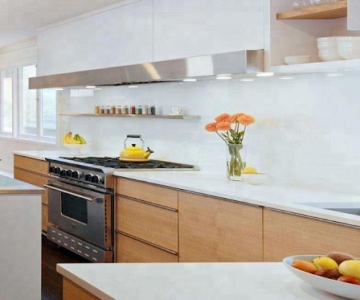 Kính ốp trong bếp màu trắng tinh khiết