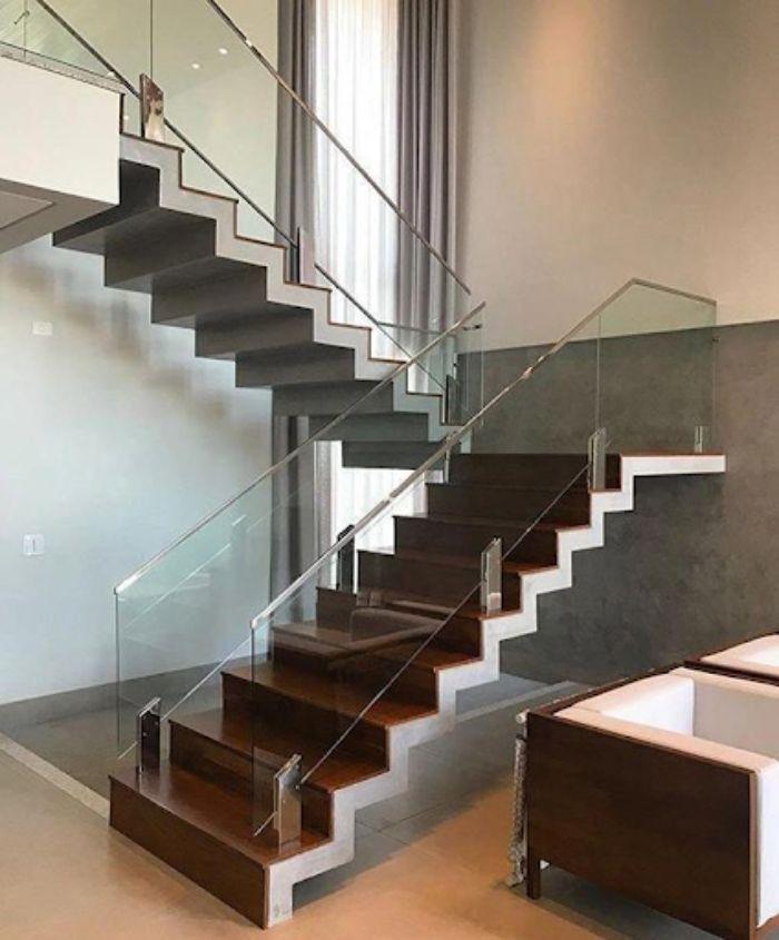 Kính chọn làm cầu thang thường là kính cường lực