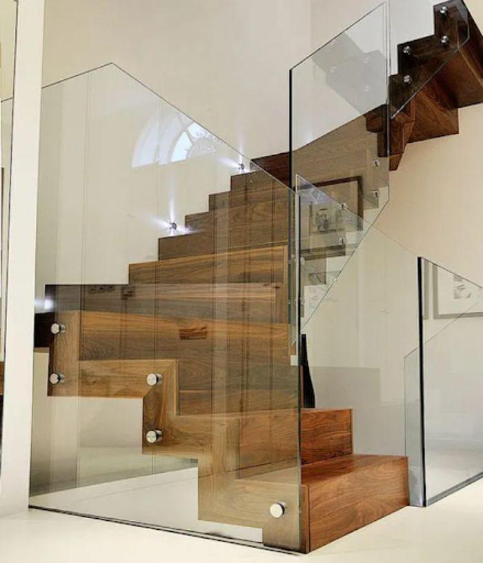 Thi công cầu thang kính zigzag không mất quá nhiều thời gian