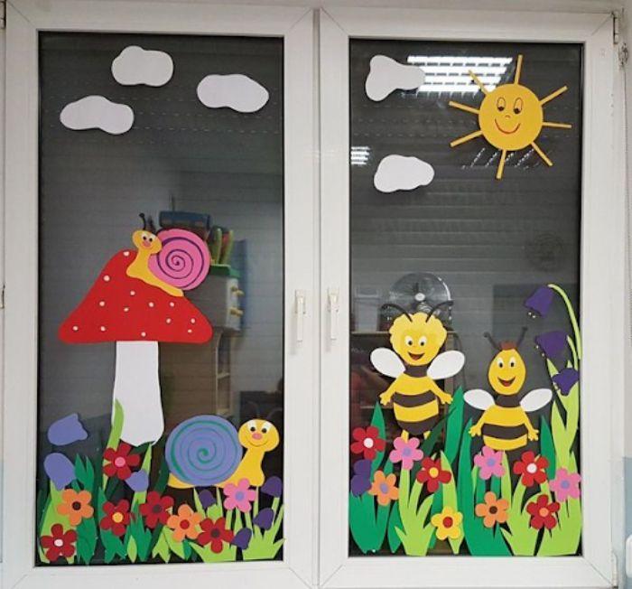 Mẫu trang trí cửa lớp học bằng decal chú ong ngộ nghĩnh