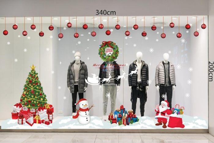 Trang trí cửa kính shop chào Noel trong không khí ấm áp