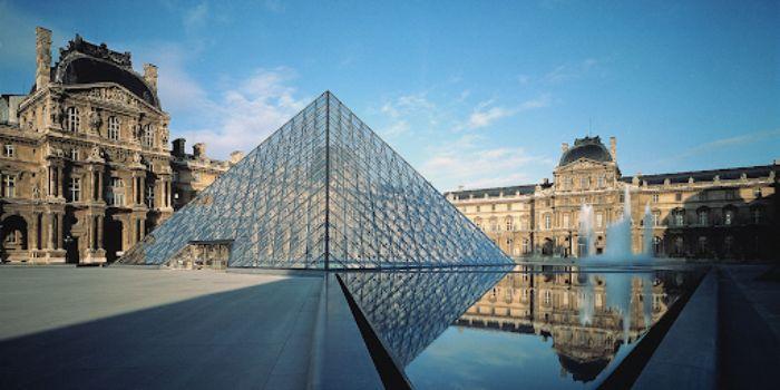 Kim tự tháp ở Bảo tàng Louvre