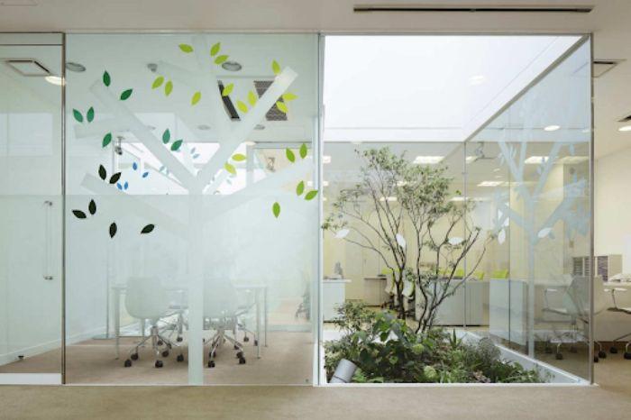 Vách ngăn kính tạo không gian đẹp vi diệu trong nhà